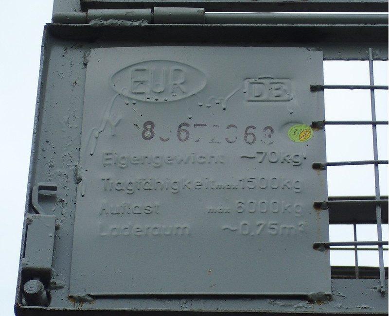 Plakette von Gitterboxen mit EPAL Siegel, EUR Zeichen, Gewichtsangaben und ID Nummer